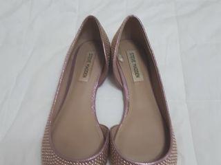 Se vind pantofi  draguti.