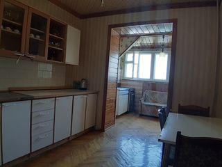 Vând apartament cu 4 camere în centrul orașului, mobilat, priveliște panoramică, str. Albișoara!