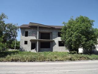 Casa cu 2 nivele in centrul or. Orhei, vis-a-vi de Orheiland