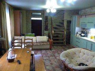 Уютный теплый дом с мебелью и встроенной техникой