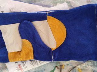Защитные перчатки и фартуки для сварщика