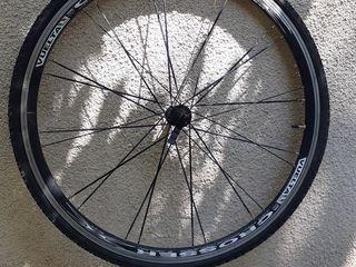 Отличные колеса Vuelta Crosser 700c (Италия) втулка XRP. 24 спицы, ось с эксцентриком.
