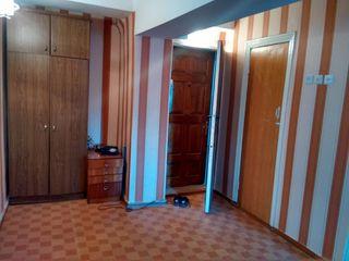 Se vinde urgent apartament + garaj pret negociabil, se accepta si plata in rate.