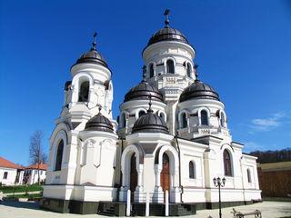 Excursie de suflet la 9 mănăstiri din Moldova