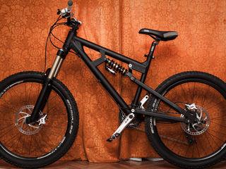 Продам американский велосипед(Downhill) в отличном состоянии