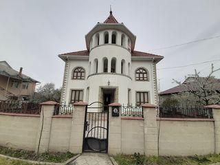 Casă spațioasă în 3 nivele + teren adiacent de 6 ari, 260 mp, orașul Ialoveni