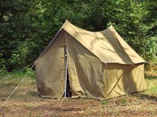 Палатка большая 4-х местная.