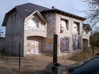 за Сынжерой 2-эт. незавершенный дом, на две семьи 21900 евро за весь дом