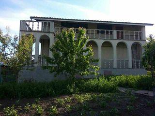 Срочно продам прекрасный 2-х этажный дом у озера, торг!