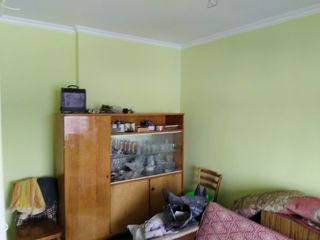 Малосемейка 2 комнаты+балкон. Общий санузел и кухня.
