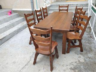 Masa cu 8 scaune,lemn masiv,stare foarte buna.