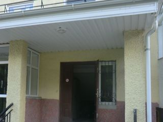 Apartament cu 2 odai+1odae etaj 3 mijloc