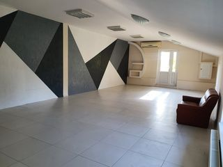 Аренда. Oфисное помещение- 65 кв.м.-200 евро, с собственным балконом. Неограниченный доступ.