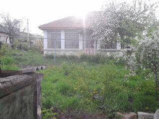 Продается участок! 10 соток земли (6+4), а также 2 старых дома (один жилой)