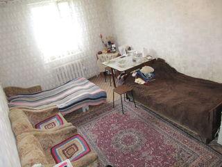 1 комн.кв,31 м2 на 4-м эт. 5-и эт.котельцового дома,в центре г. Яловены