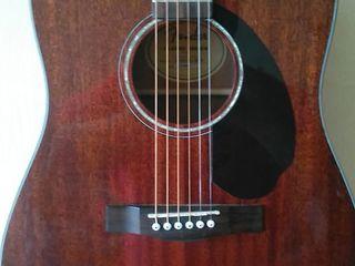 Продам акустическая  гитара Fender