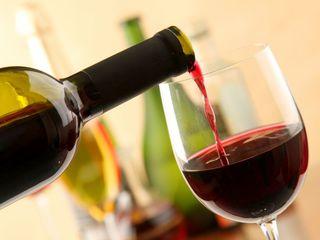 Vindem vin din căpșună neagră și albă ( fragă si busuioacă) este un vin foarte gustos și aromat.