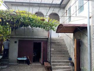 Продается 2-х этажный дом, 14 соток земли. торг