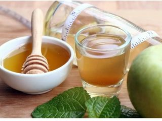 Яблочный уксус на меду. Oțet de mere cu miere.