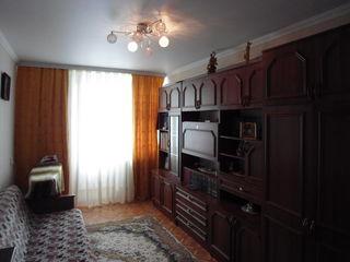 vand apartament  cu 3 camere,posibil schimb