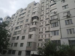 Apartament cu trei camere ,bd.Dacia !
