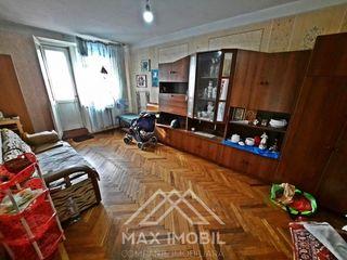 Se vinde apartament cu 2 odai separate, et. 2 din 5 ,casa din cotileț.