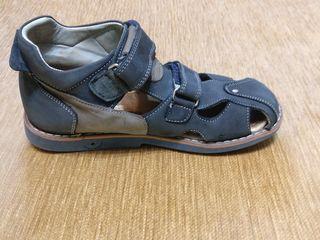 Vând sandalete woopy