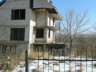 Se vinde casa cu 2 nivele pe malul nistrului   or vadului voda