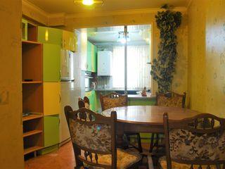 Vând apartament, 5 odăi, de mijloc, 141 m2, autonomă, 2 subsoluri