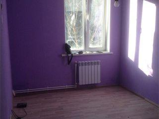 Меняю на 3 к -1-комнатная квартира в Флорены, р-н Центр, Кишинэулуй, 7 в районе Аэропорт-Сынджера.