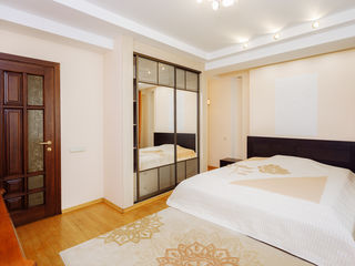 Vând apartament cu 2 camere + living, reparație euro, bloc nou, str. Nadejda Russo, Râșcani!