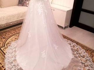 Vând rochie de mireasă cu trenă tip prințesă