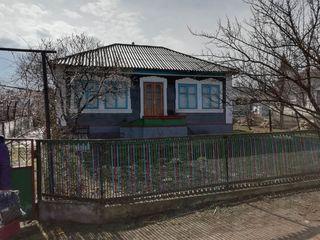 Se vinde casa de piatră