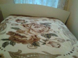 Pled nou pentru pat dublu lam scos din ambalaj pentru foto