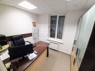 Spre vânzare spațiu comercial 194 mp, 3 nivele, 32 ari teren adiacent, Măgdăcești