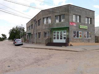 Unitate comerciala. Cafenea-Bar,Magazin alimentar + Casa de locuit la nivelul doi al cladirii.