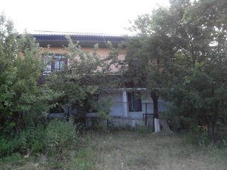 Меняю дом  на квартиру  в Хынчештах или продам (Цена договорная )
