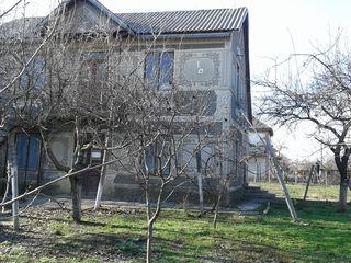 Casa cu 2 etaje sPiatra Orhei