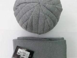 Новая шапка + шарф  возможна доставка и торг  шапка, шарф, caciula, fular  смотрите и другие объявле