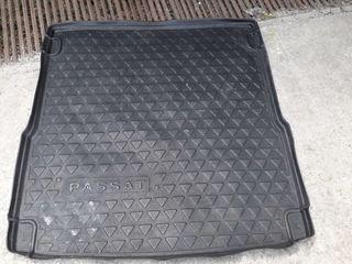 Продам коврик-поддон в багажник для V W  Passat B-6 универсал б/у,