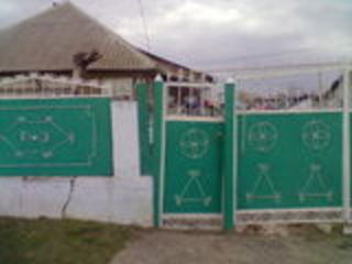 Se vinde casa in centru satului