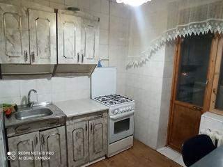 350-460 сутка 20лей/час. Центр. Свободная. Теплая с кухней и балконом.