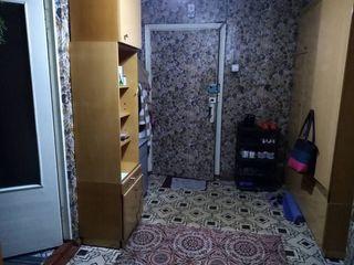 Зх комнатная квартира 60 КВ.м  первый этаж