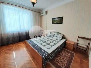 Centru, apartament cu 2 camere, 250 euro !