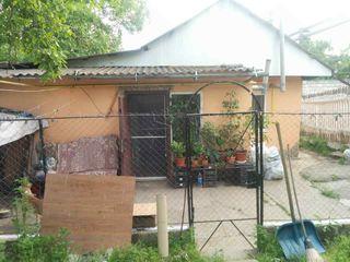 продам пол дома с гаражом и земельным участком!