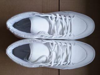 Новые завышенные кроссовки. Размер 39 - 39,5.