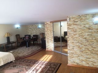 Apartament cu 5 odai, in 2 niveluri, design individual,sectorul Riscani