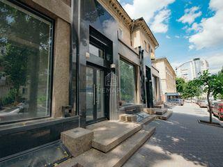 Se vinde spațiu comercial în centru, prima linie, str. a. puskin,  210000 €