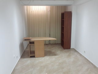 Сдам офис 20м2 в Центре г.Кишинева по ул.Василе Александри! Первая линия!
