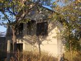 Продается  дом-дача ,  три комнаты, гараж, кухня. шесть соток, 12км от Кишинева